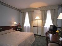 hotelville9509_resized